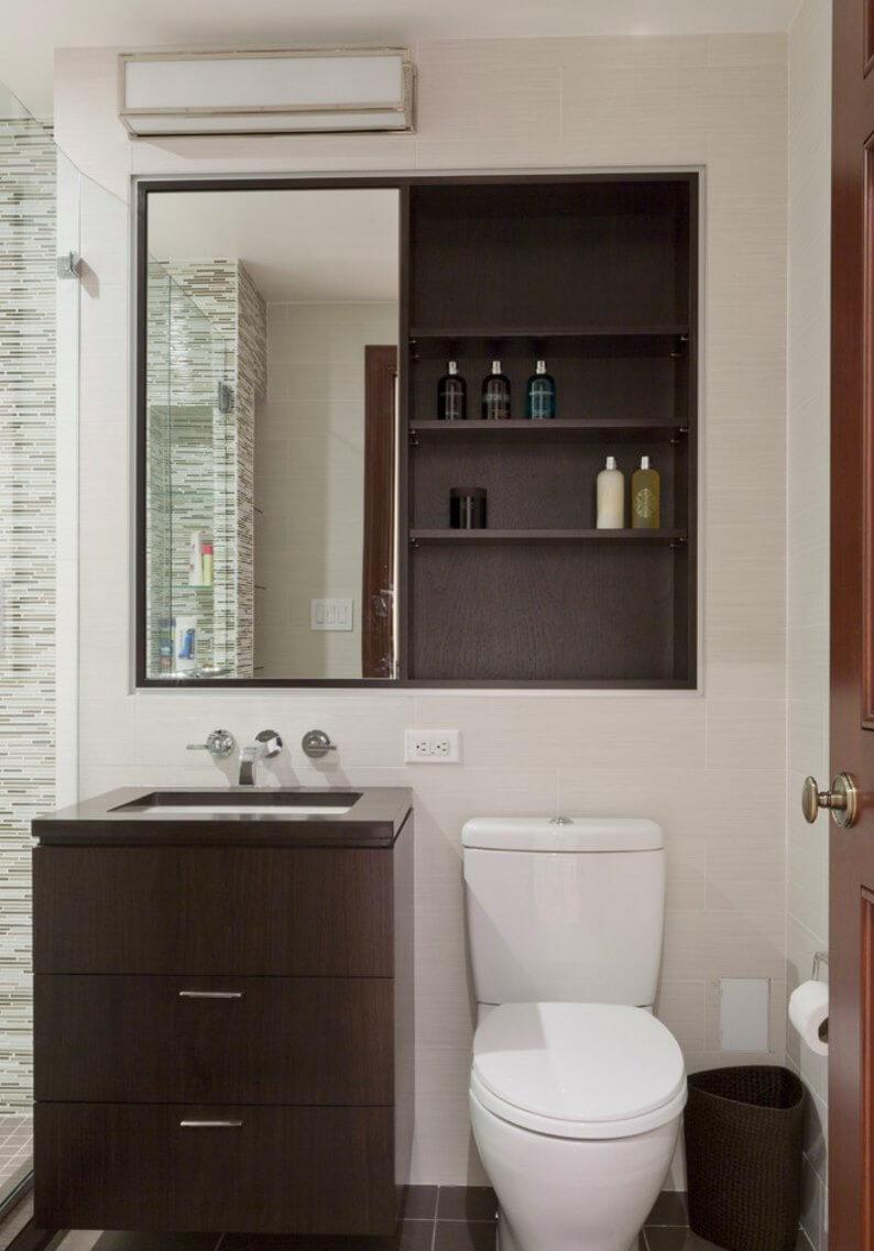 Trämedicinskåp i badrummet