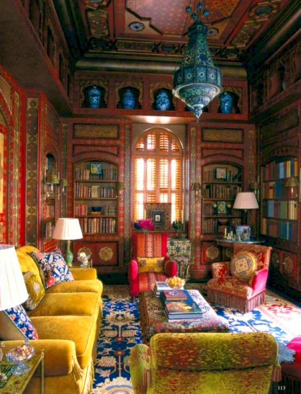 Kunglig-liknande vardagsrum vägg konst.  Källa: Pinterest