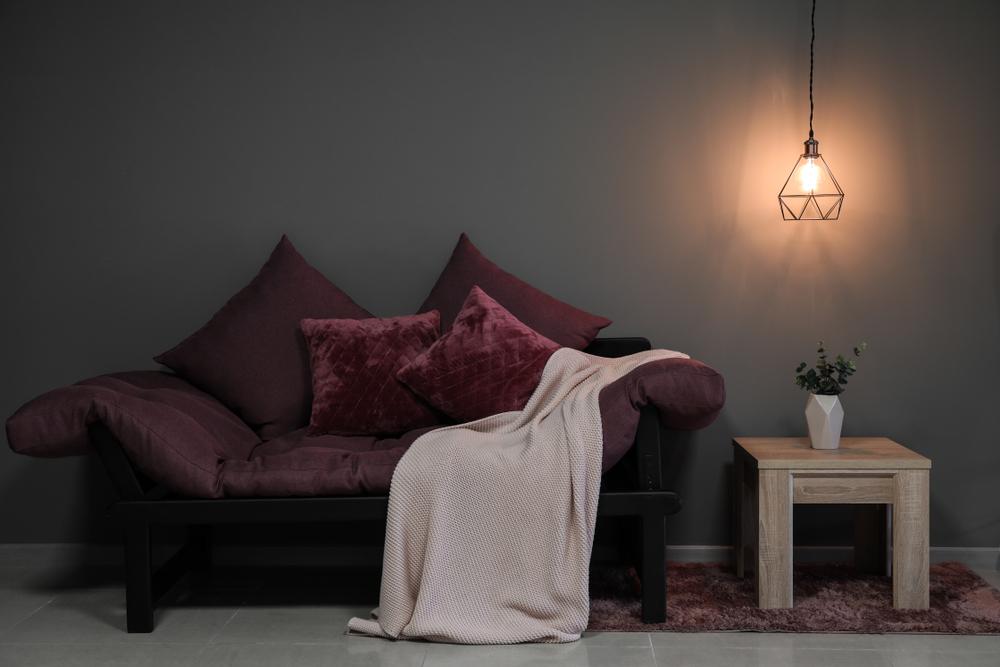 Billigt vardagsrum med mindre möbler
