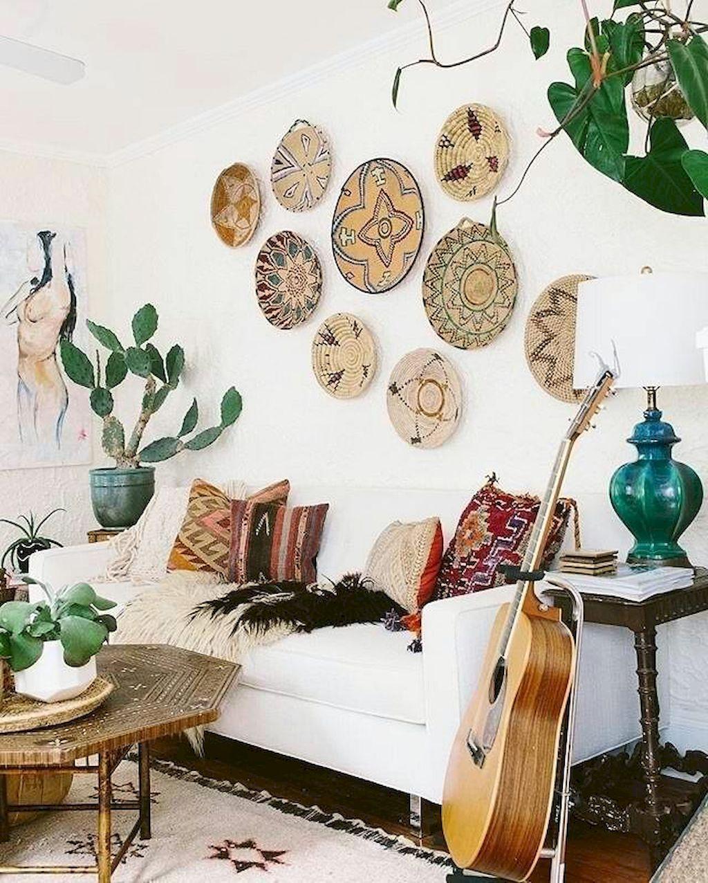 Samlarobjekt som väggdekorationer i vardagsrummet.  Källa: willieclancyfestival.com