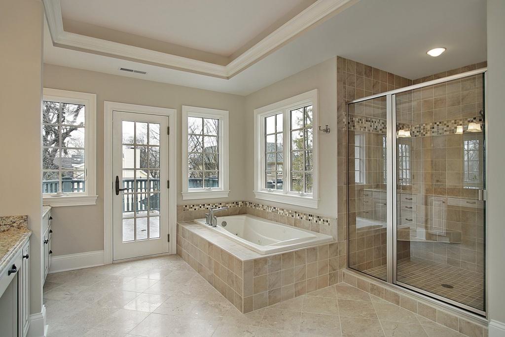 Beige beige badrum