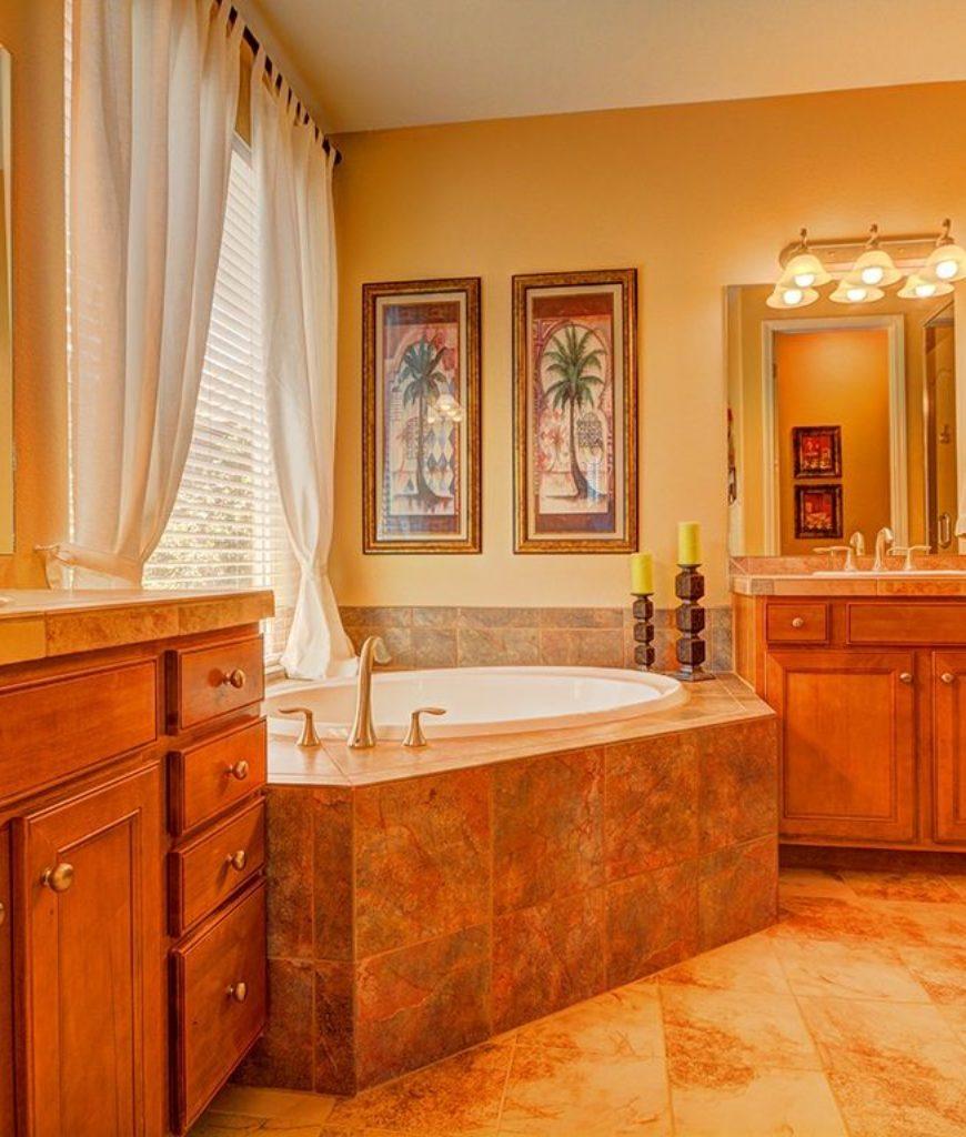 Speciellt orange badrum