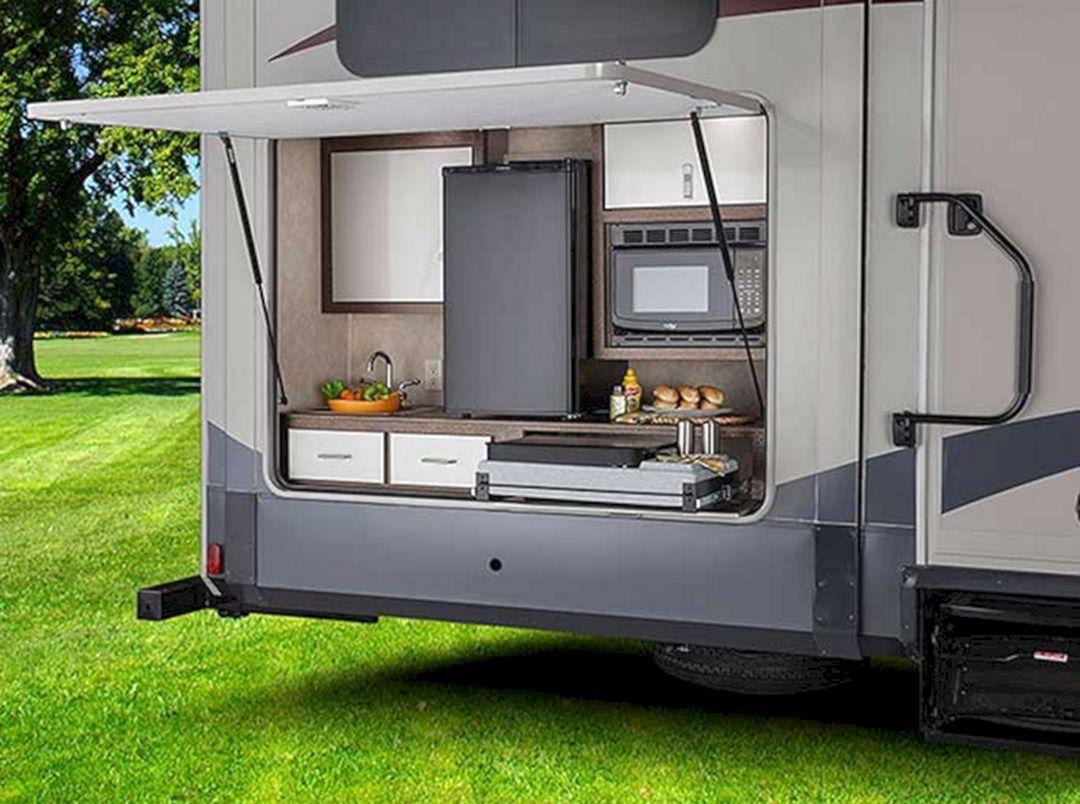 Effektiv husbil utomhus kök