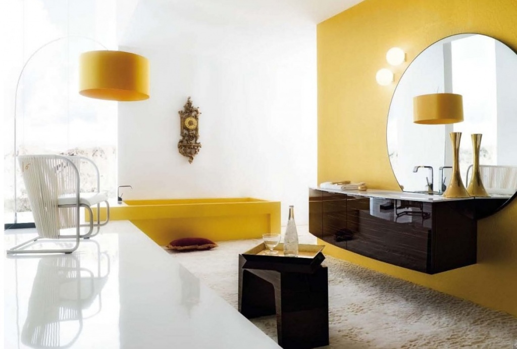 Kreativt gult badrum
