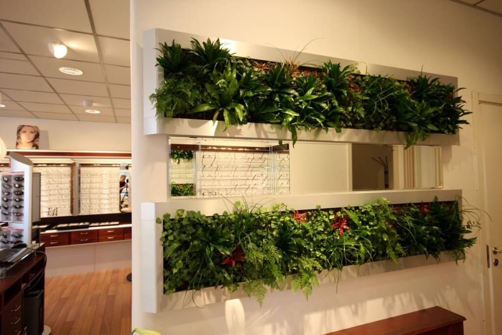 Betong med växter som rumsdelare