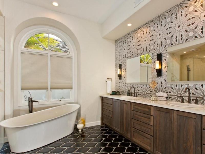 Modernt lantligt lyxigt badrum