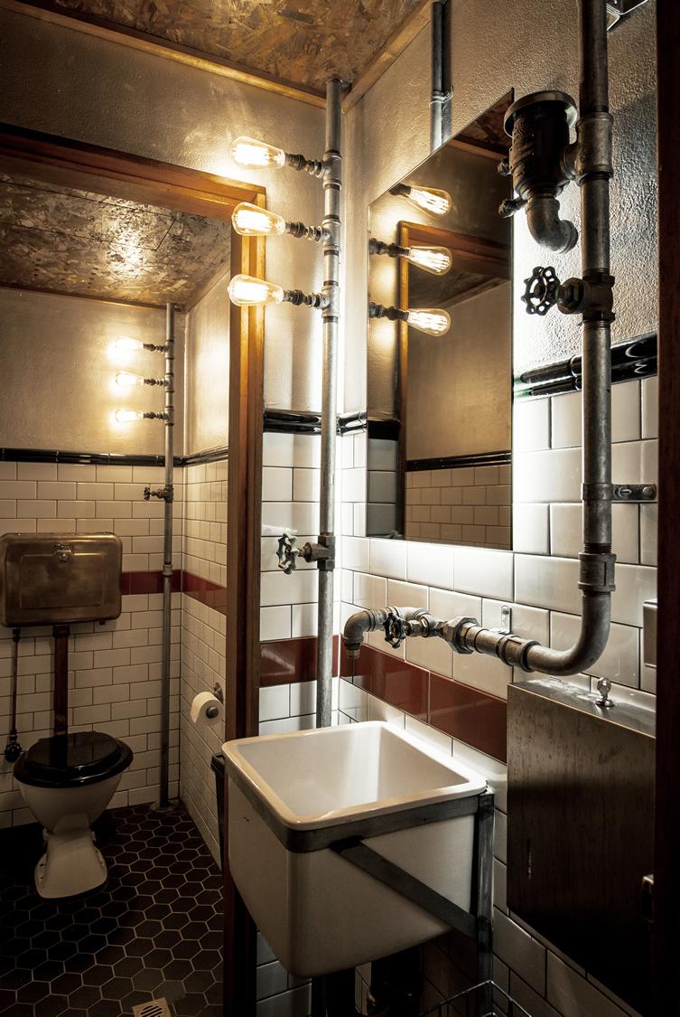Strålande steampunk badrum