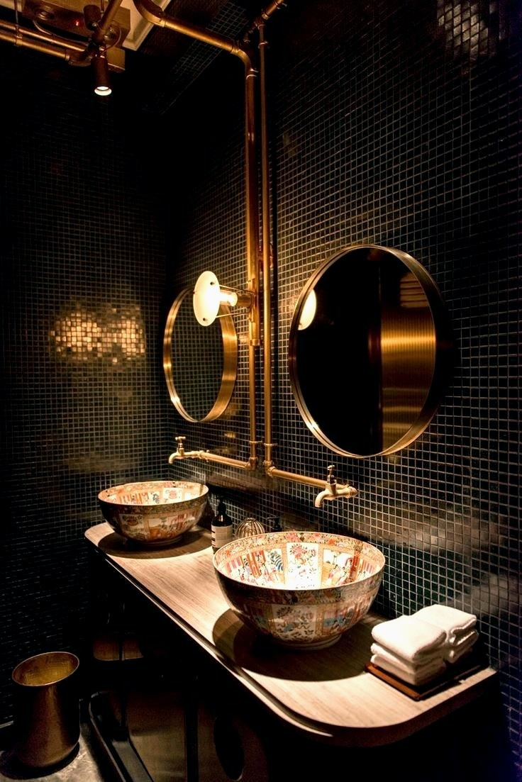 Dramatiskt steampunk badrum