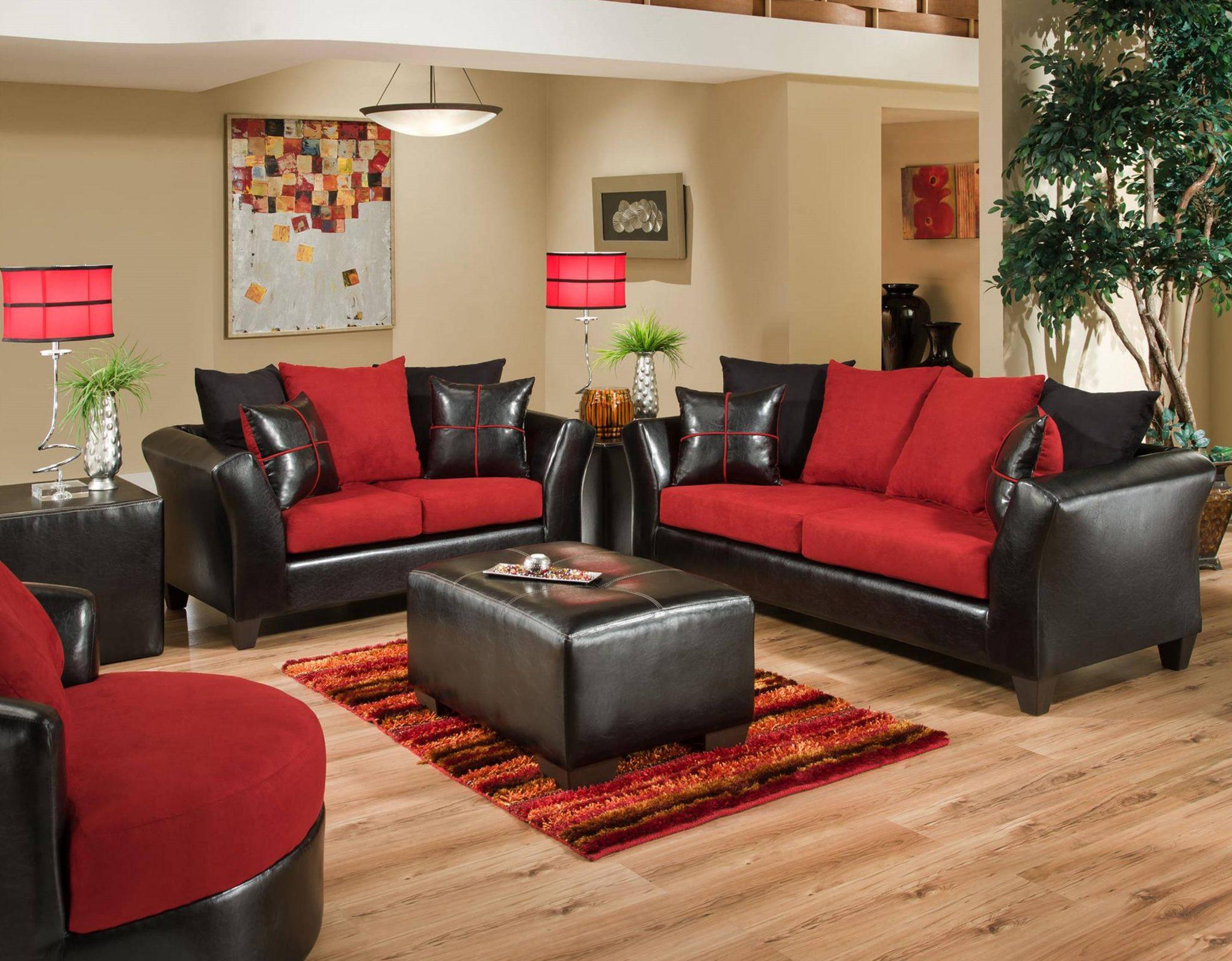 Elegant rött och svart vardagsrum