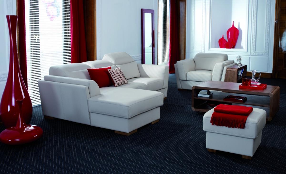 Slående rött och svart vardagsrum