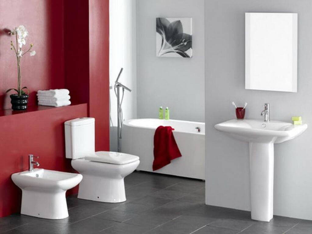 Underbart rött badrum