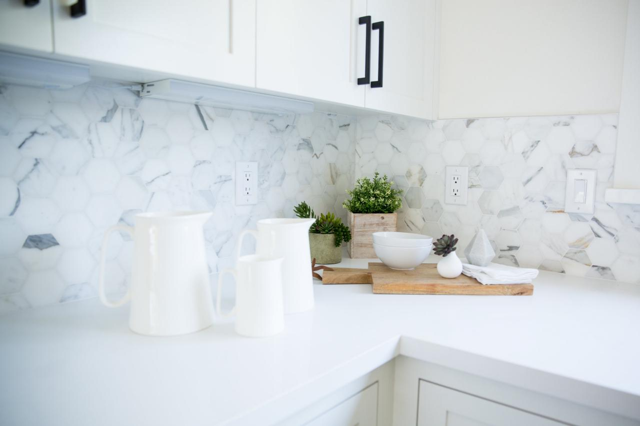 Unikt backsplash i marmorkök