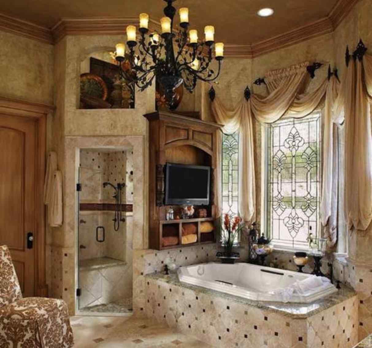 Snygg toskanskt badrum
