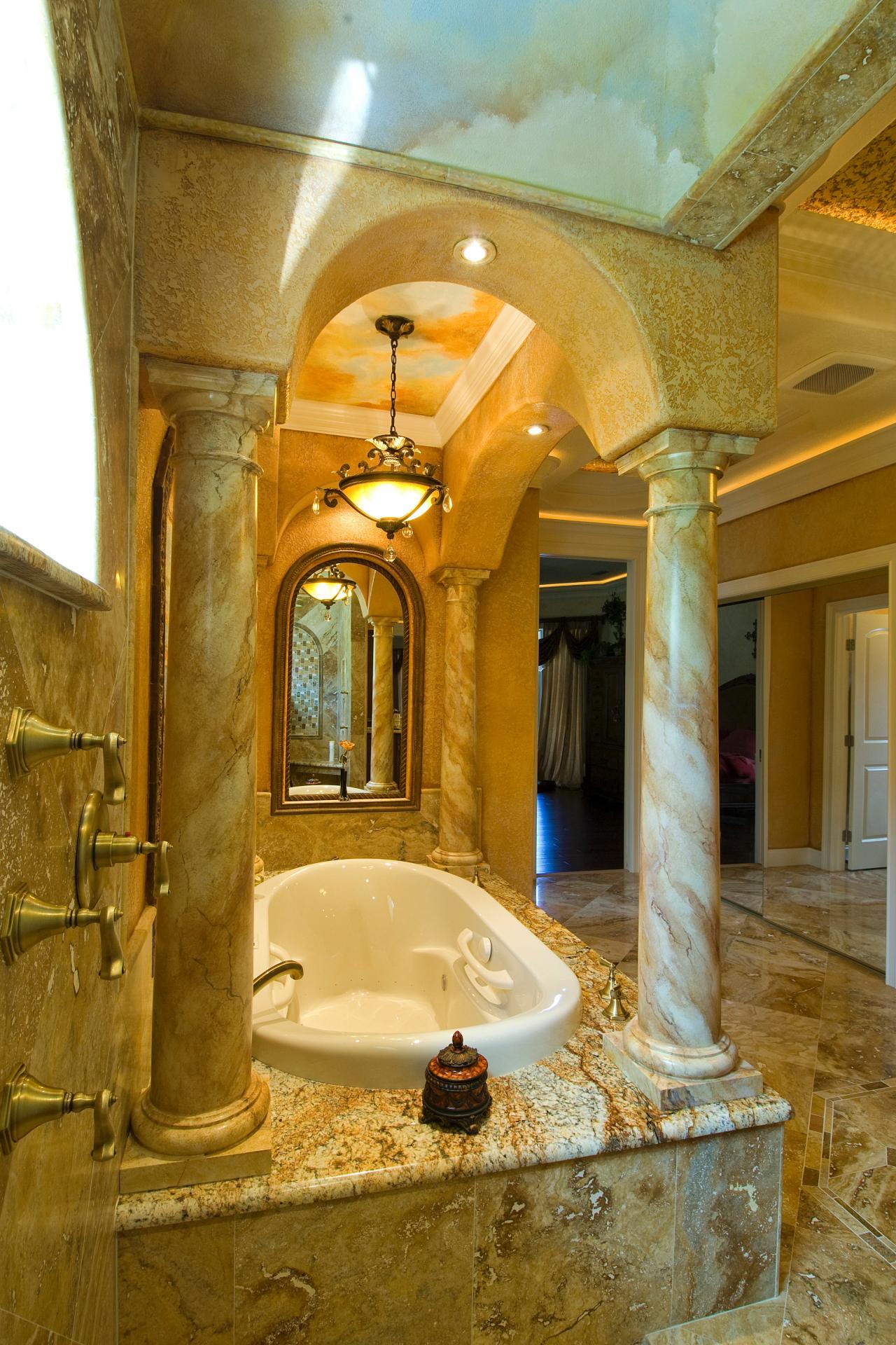 Ljus toskanskt badrum