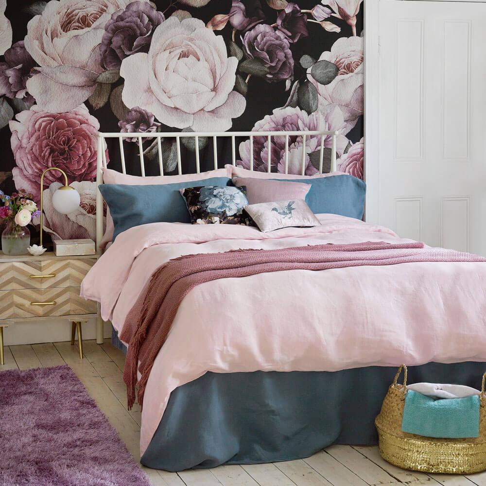 Blommig sovrum tapet