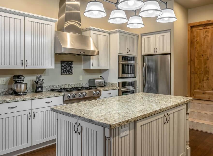 Köksskåp i full storlek med skåp