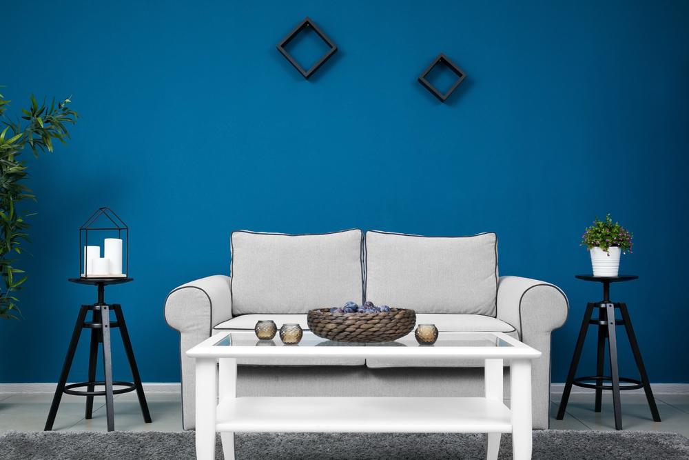 Vanligt grått och blått vardagsrum