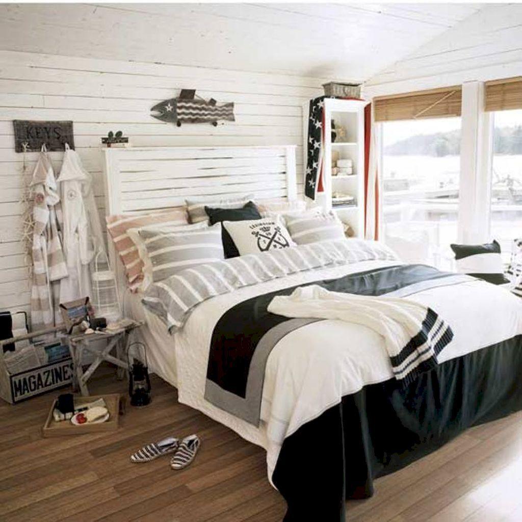 Soligt nautiskt sovrum