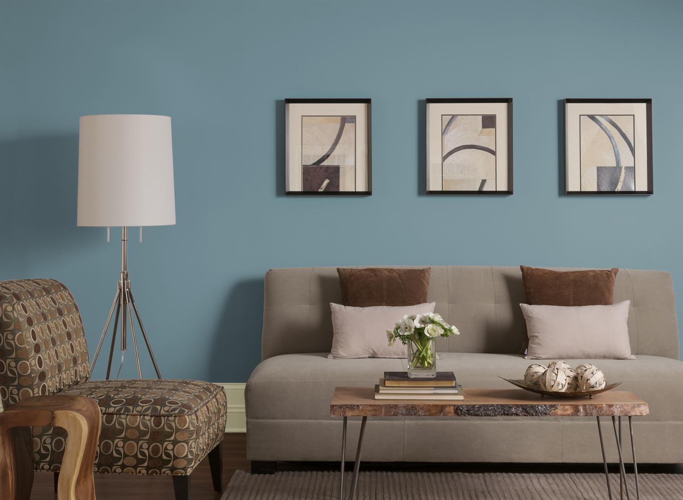 Söt brun och turkos vardagsrum