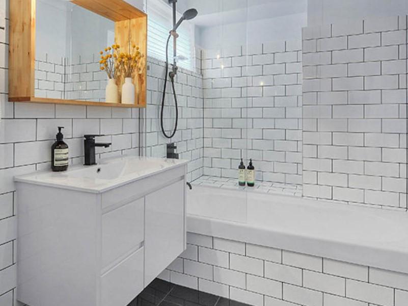 15 idéer för ett vitt badrum 2020 (enkelt men elegant) 10