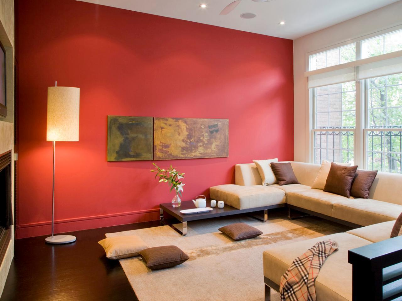 Lounging rött och brunt vardagsrum