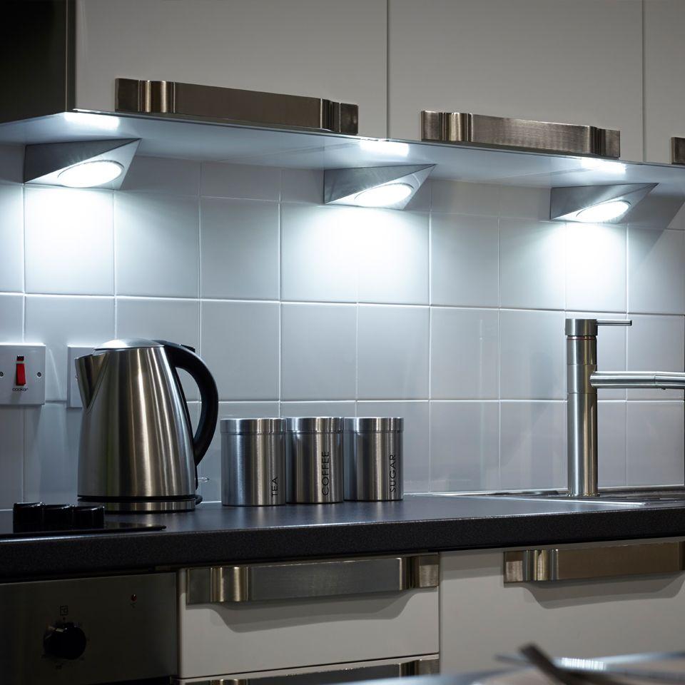 Unikt kök under skåpbelysning