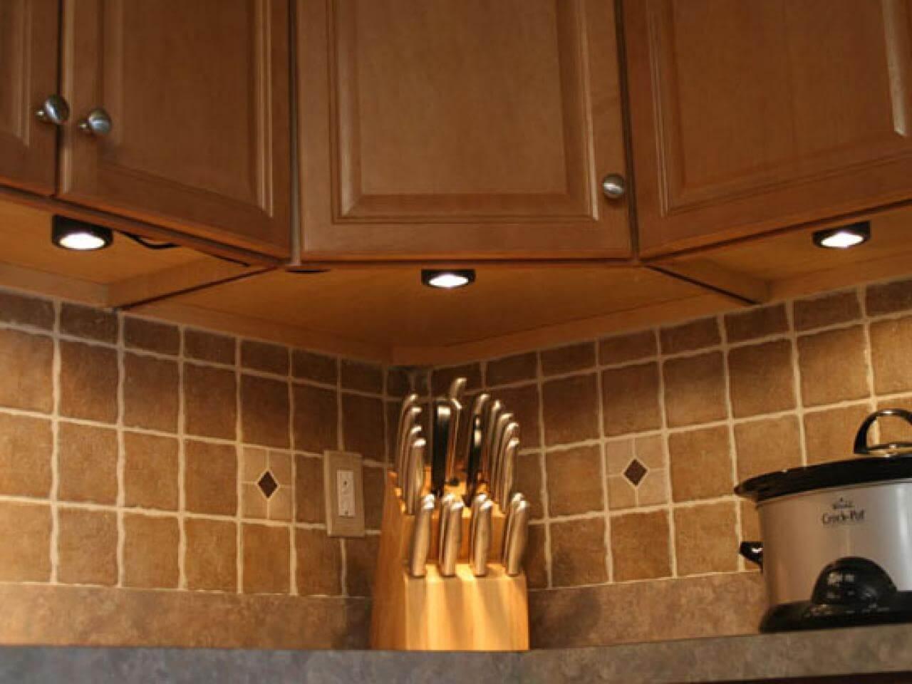 CCTV-liknande kök under skåpbelysning