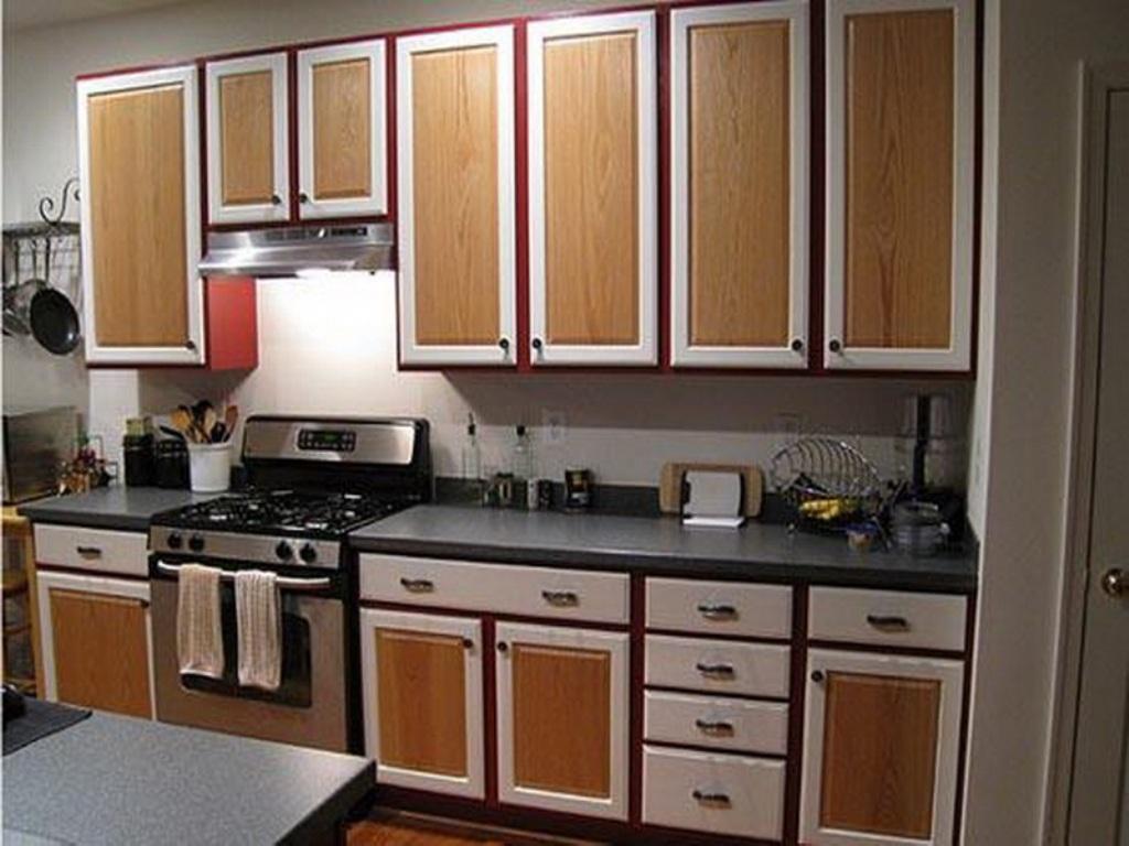 Stort tvåfärgat köksskåp