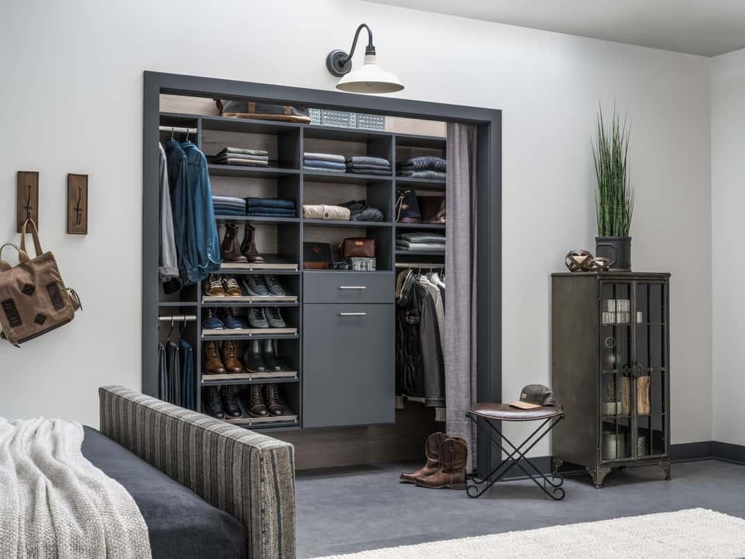Minimalistiskt sovrumsskåp