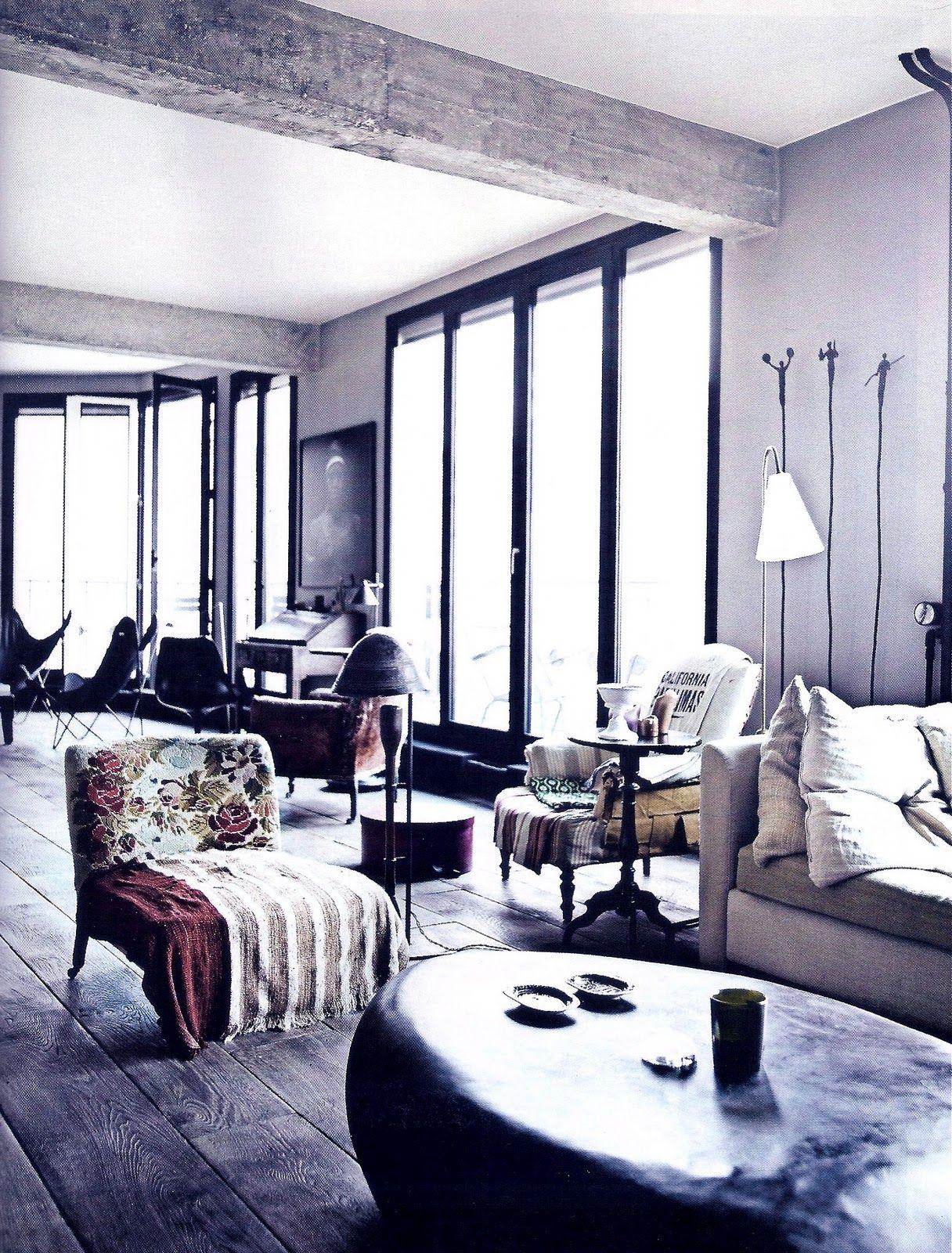 Industriellt vardagsrum med metallfönster.  Källa: Pinterest