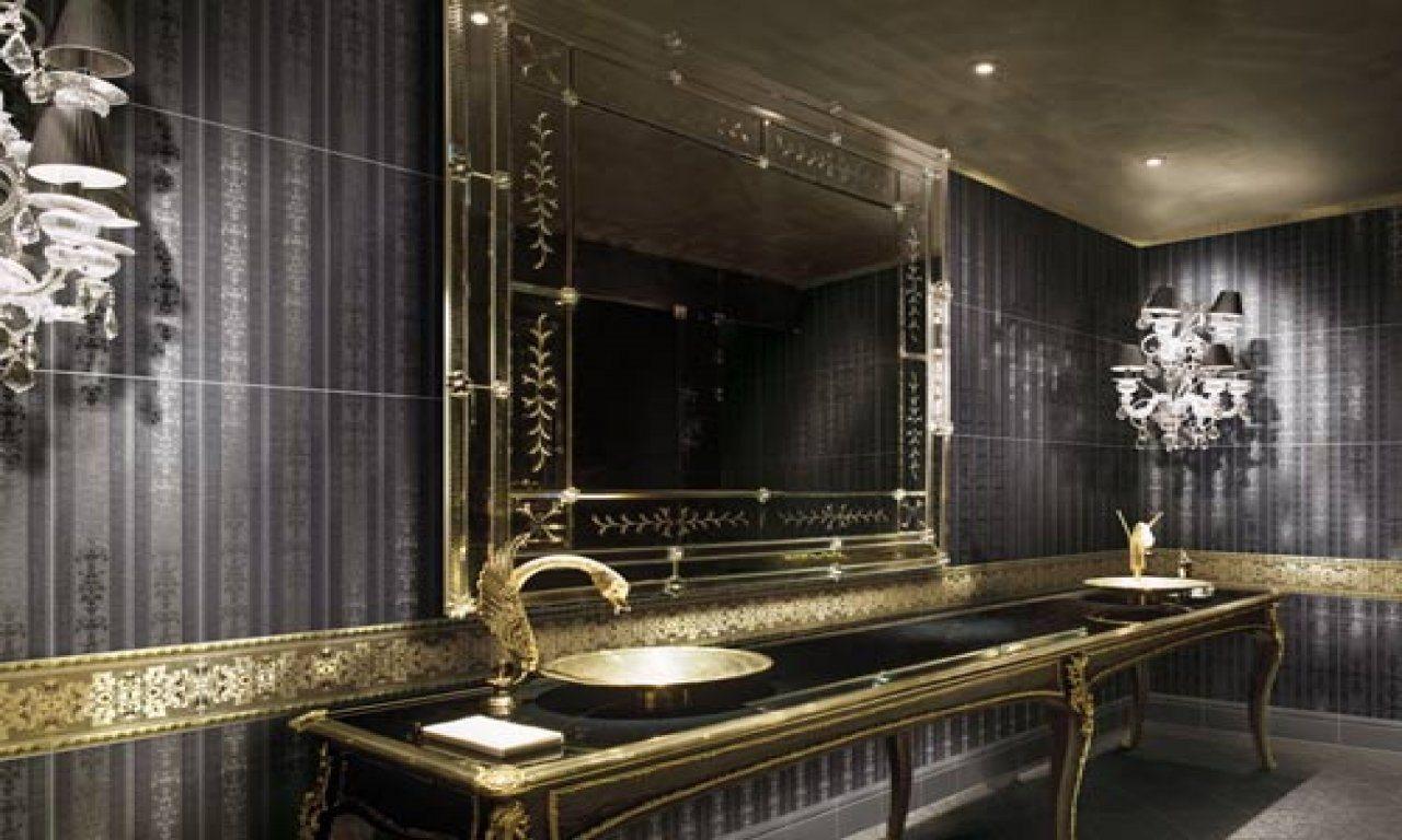 Glänsande gyllene badrum