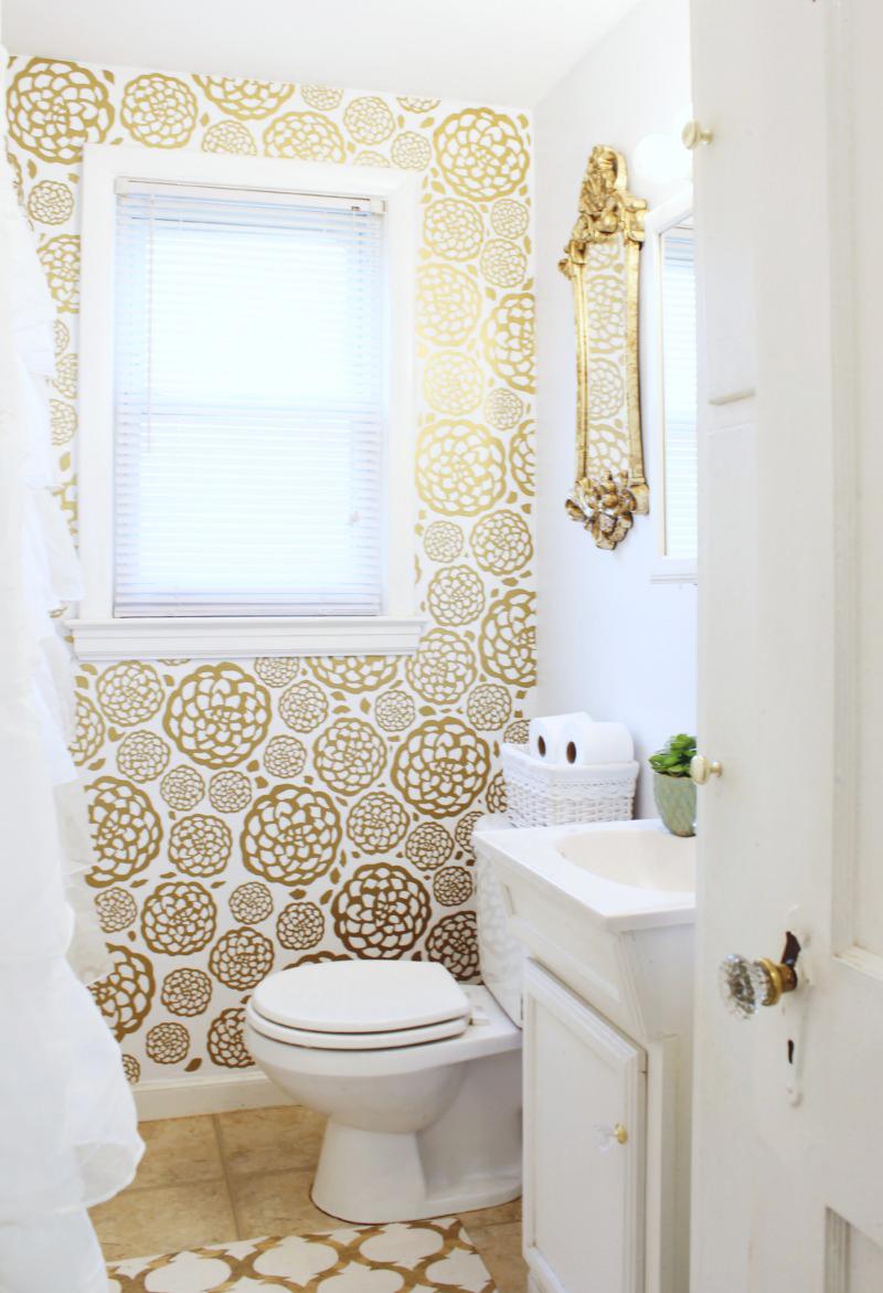 Frestande gyllene badrum