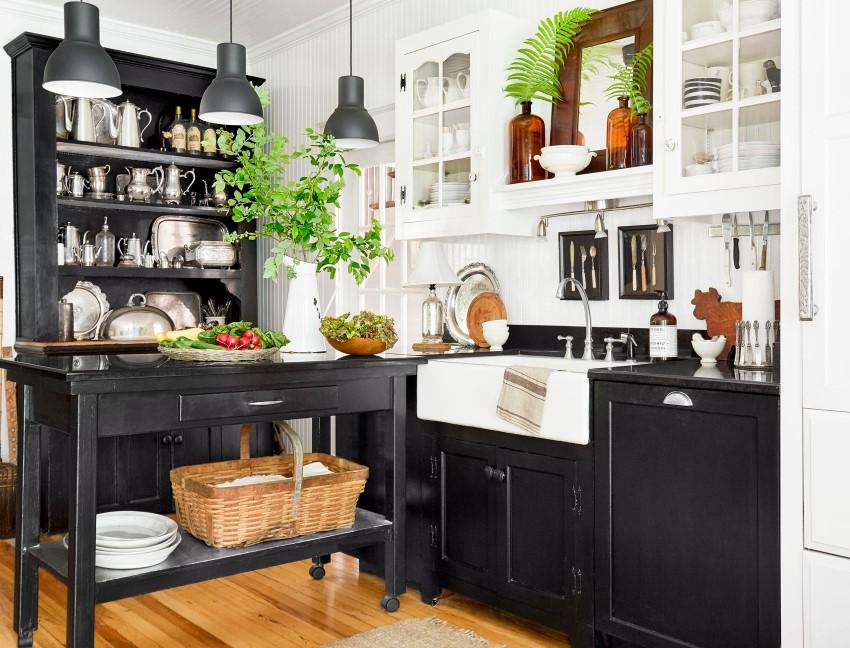 Svart och vitt för köksskåp i kontrast