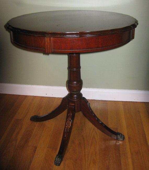 Objekt som liknar Mahogny Duncan Phyfe Style Lampbord, med.
