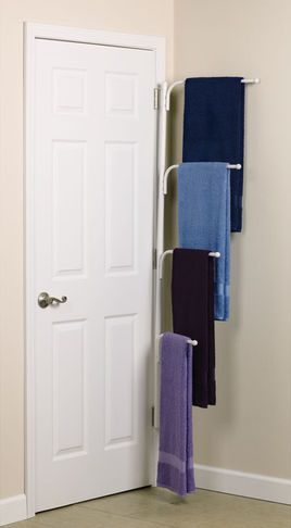 Idéer för förvaring av badrum: inklusive detta handduksställ med flera nivåer.
