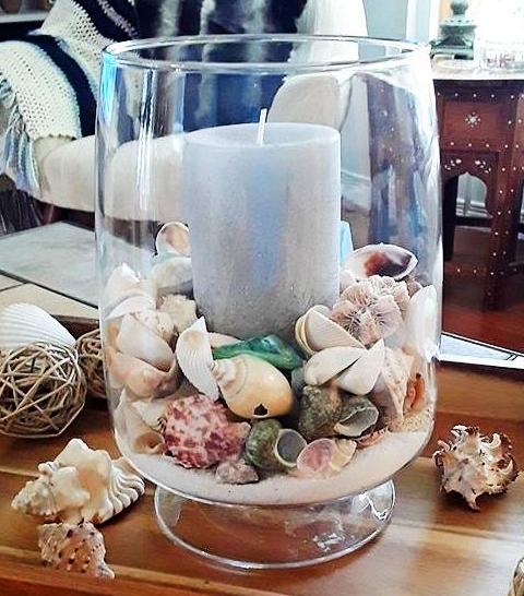 Orkaner i klart glas    Dekorera idéer med ljus, strandsand.