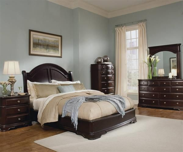 Grandover Rich Cherry Wood Master Bedroom Set |  Sovrum i mörkt trä.