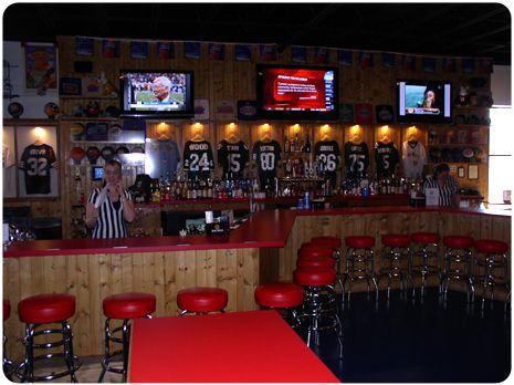 Pin de Niki Colbert en Sports Bar |  Diseño de negocio, Disenos de.