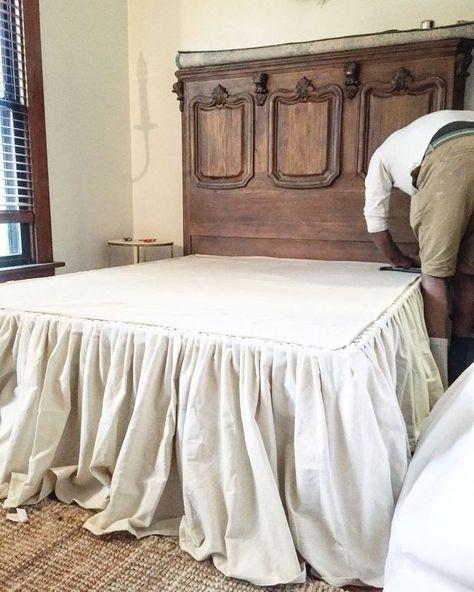 DIY No Sew Drop Cloth Bed Kjol |  Diy säng kjol, sovrum makeover.