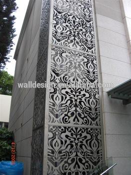 Dekorativa paneler för metallväggbeläggning som används för att bygga exteriör.