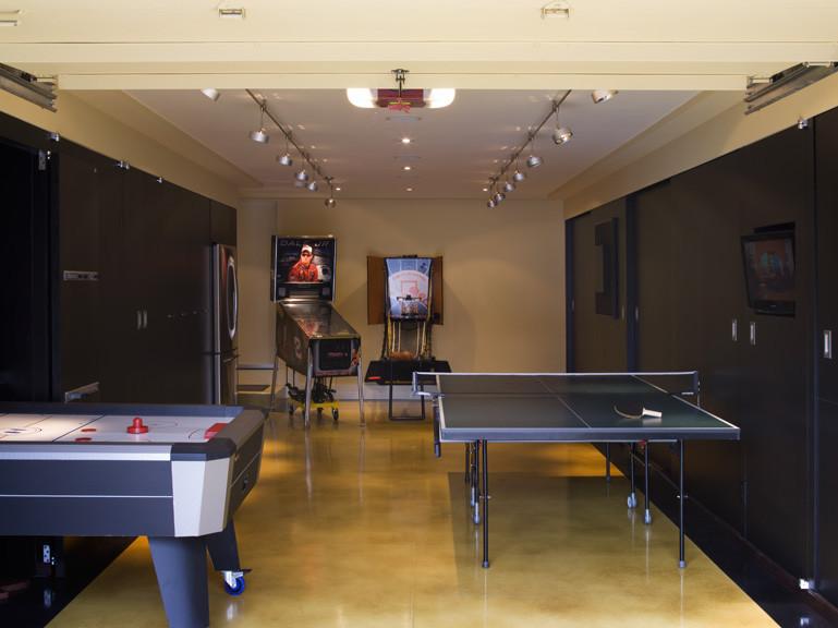 Snyggt harvard air hockey bord i Family Room Contemporary.