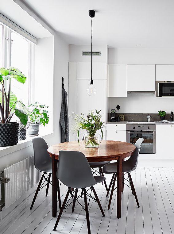Vitt kök med runt matbord - COCO LAPINE DESIGN.