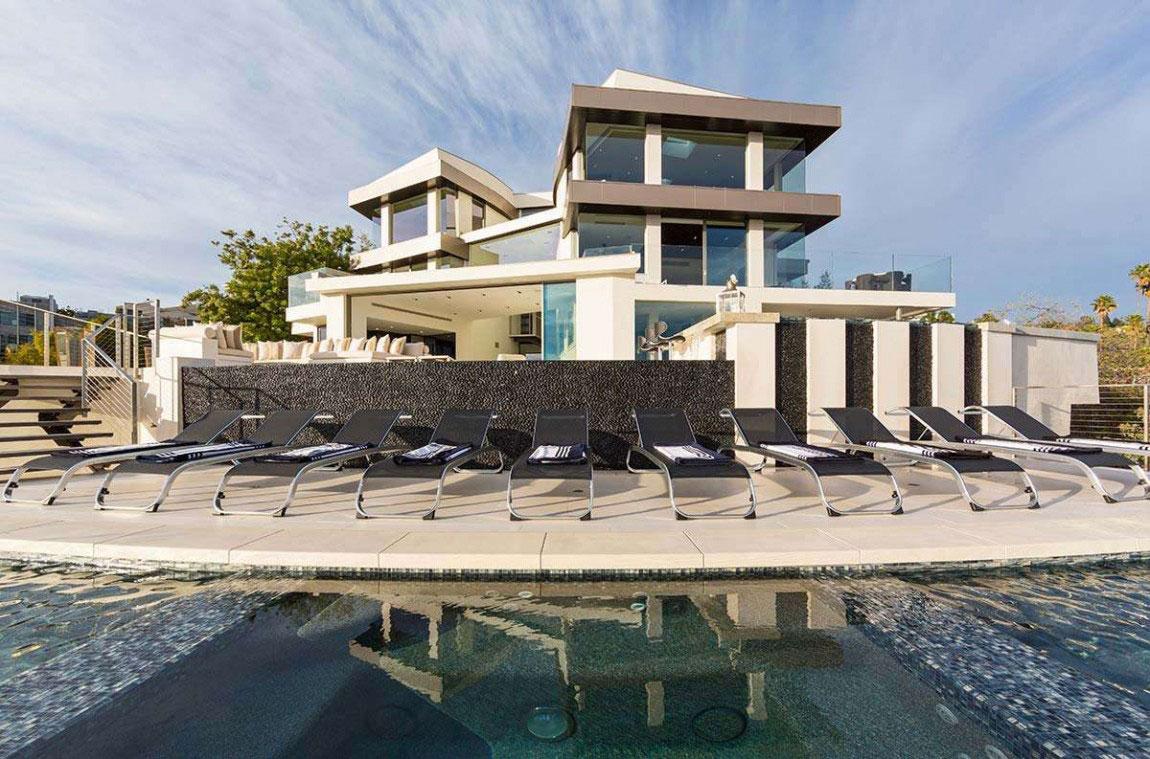 A-modern-dröm-hem-i-Kalifornien-med-hisnande-vyer-2 Ett modernt drömhus i Kalifornien med fantastisk utsikt