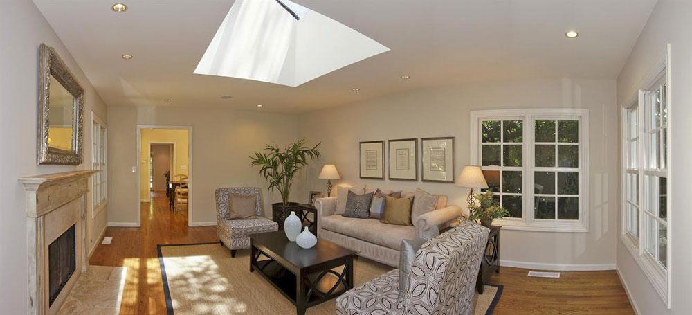 Vardagsrum med takfönster som ger naturligt ljus 1 vardagsrum med takfönster som ger naturligt ljus