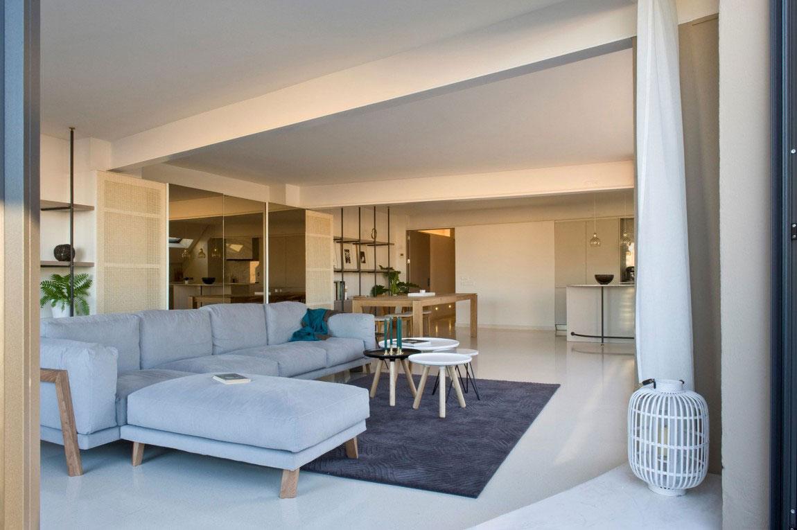 Rymlig takvåning-med-en-fin-balans-mellan-möbler-och-interiör-dekorationer-4 Rymlig takvåning med-en-fin-balans-mellan-möbler-och-interiör-dekorationer