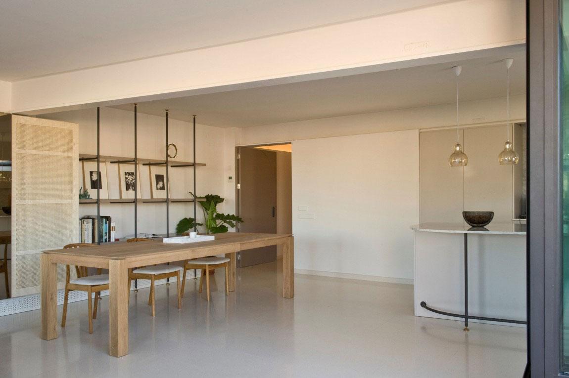 Rymlig takvåning-med-en-fin-balans-mellan-möbler-och-interiör-dekorationer-7 Rymlig takvåning med-en-fin-balans-mellan-möbler-och-interiör-dekorationer