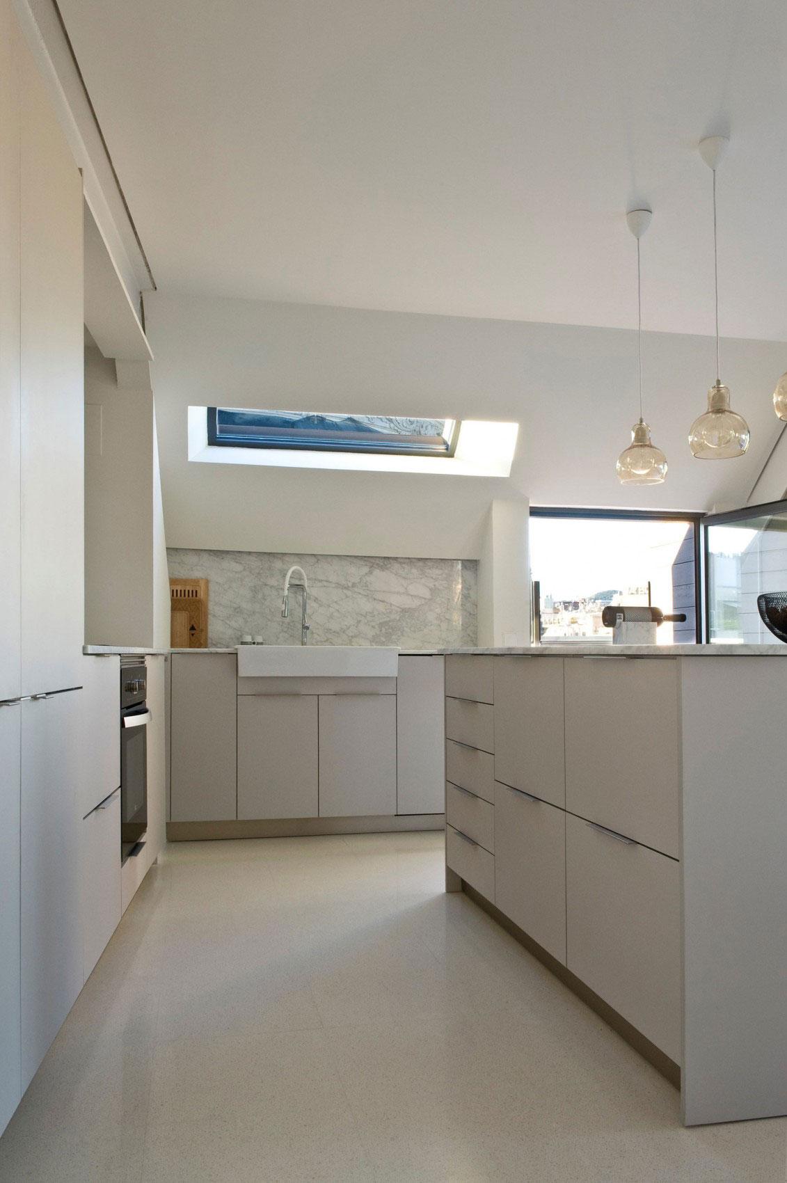 Rymlig takvåning-med-en-fin-balans-av-möbler-och-interiör-dekorationer-6 Rymlig takvåning med-en-fin-balans-av-möbler-och-interiör-dekorationer
