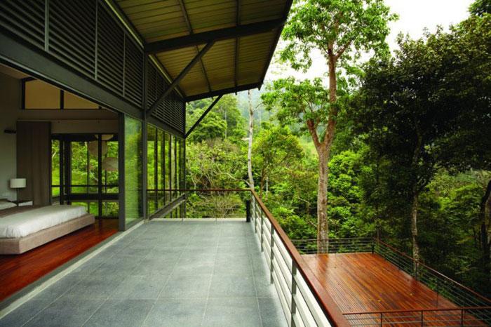73517584070 Underbart däckhus i skogen Designad av Choo Gim Wah Architect
