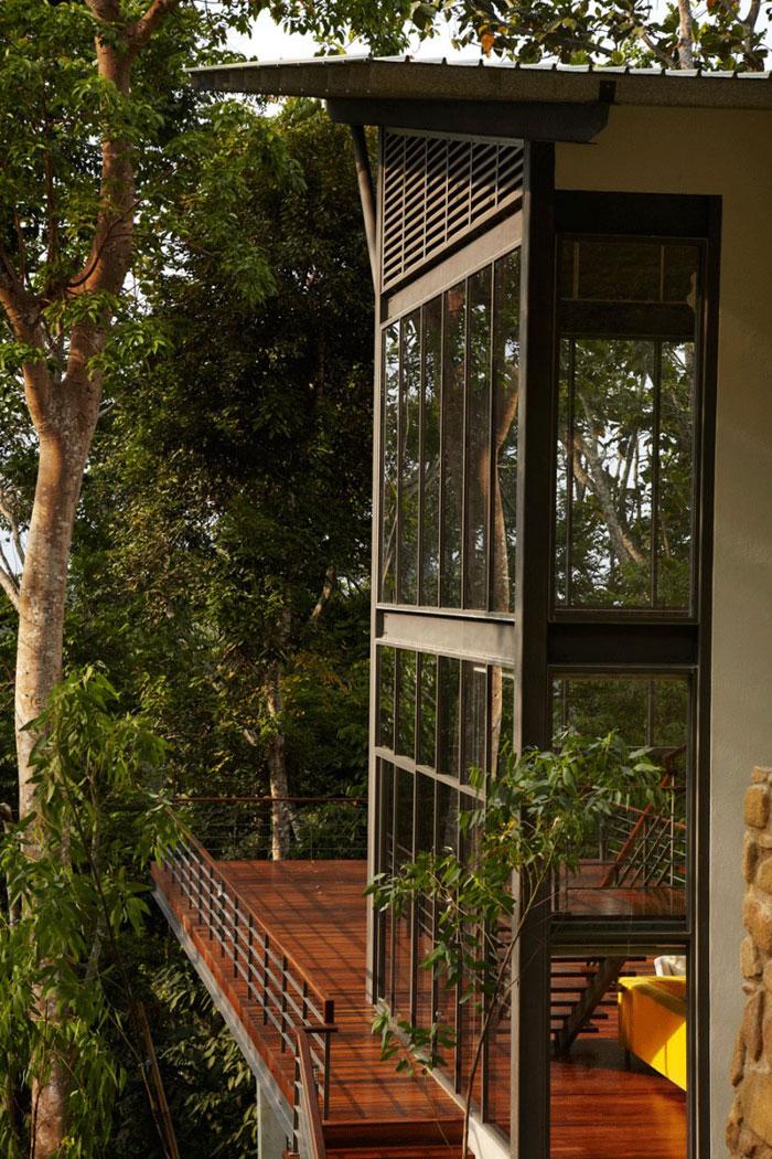 73517558241 Vackert däckhus i skogen designad av Choo Gim Wah Architect