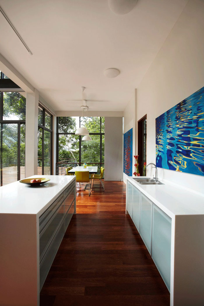 73517637528 Underbart däckhus i skogen Designad av Choo Gim Wah Architect